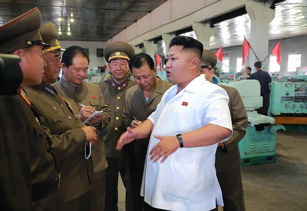 Лидер КНДР Ким Чен Ын посетил машиностроительный завод