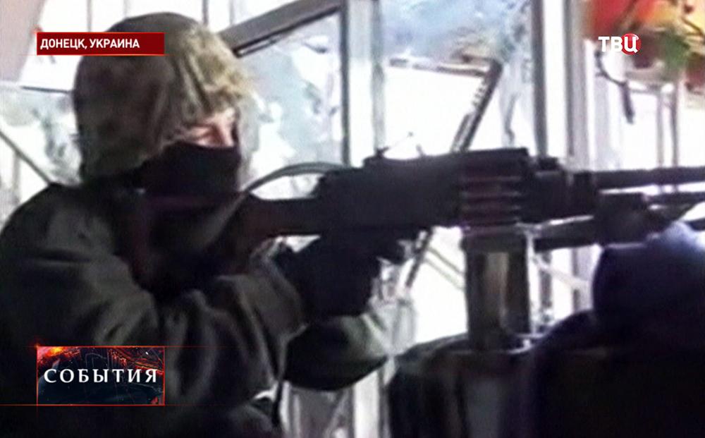 Бойцы Нацгвардии Украины ведут бой в Донецке