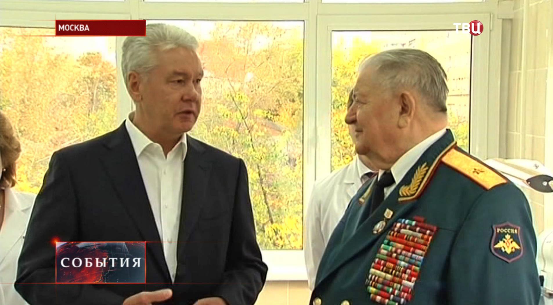 Сергей Собянин общается с ветераном войны