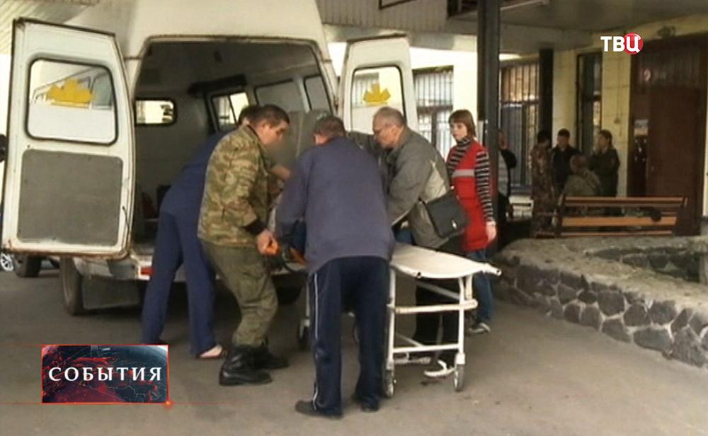Пострадавших при обстреле Донецка доставили в больницу