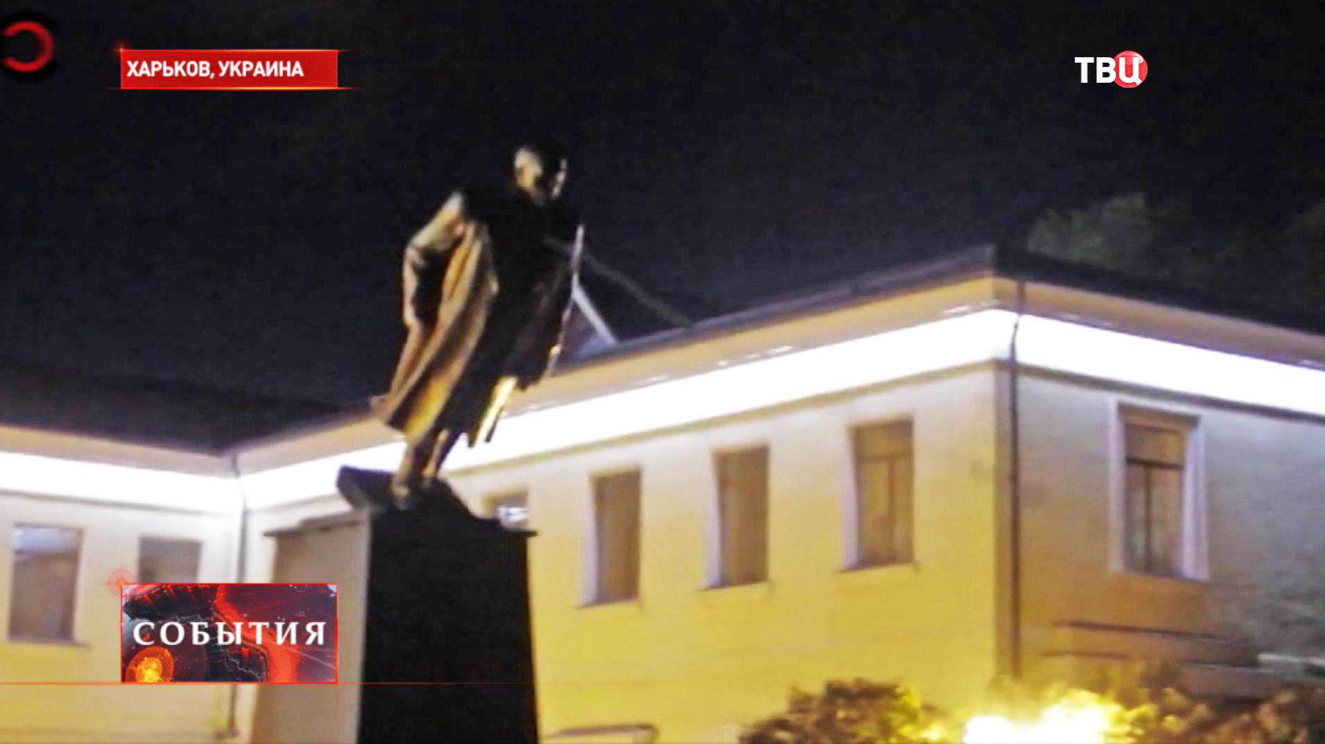 Снос памятника Ленину в Харькове
