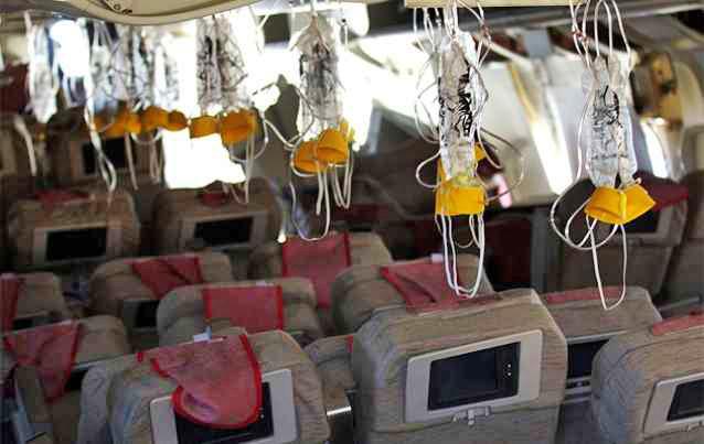 Кислородные маски для дыхания в самолете