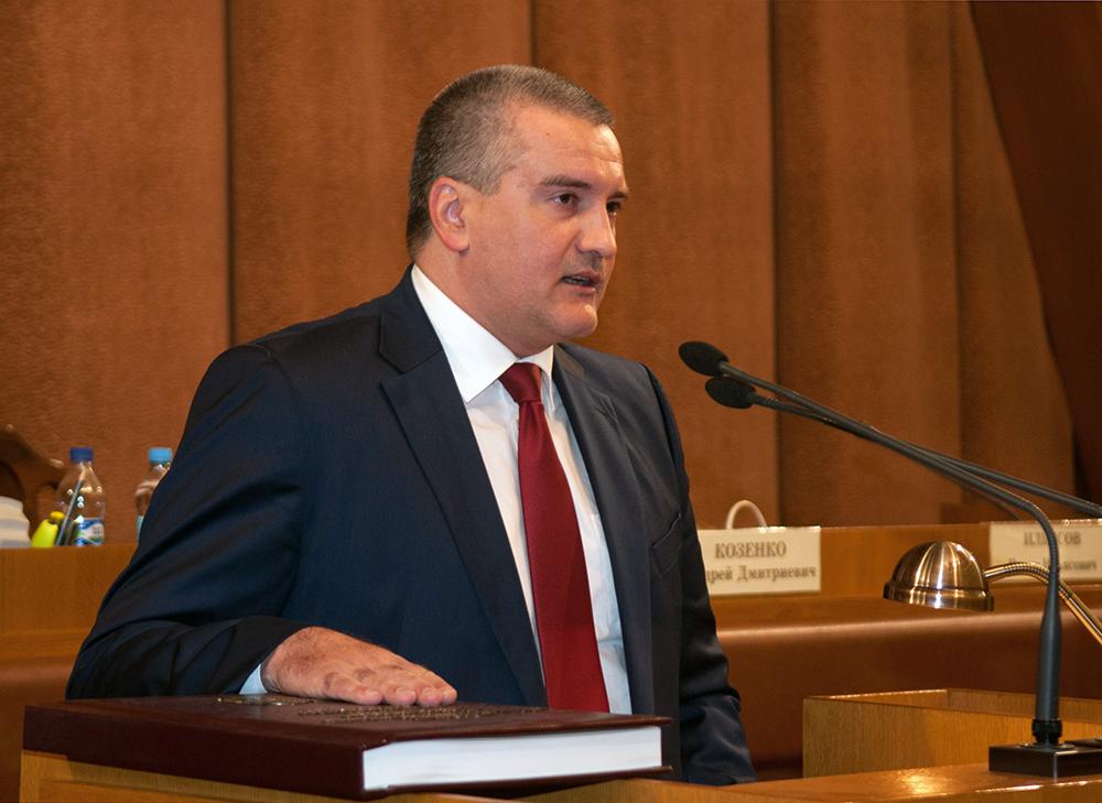 Избранный глава Крыма Сергей Аксенов во время церемонии инаугурации