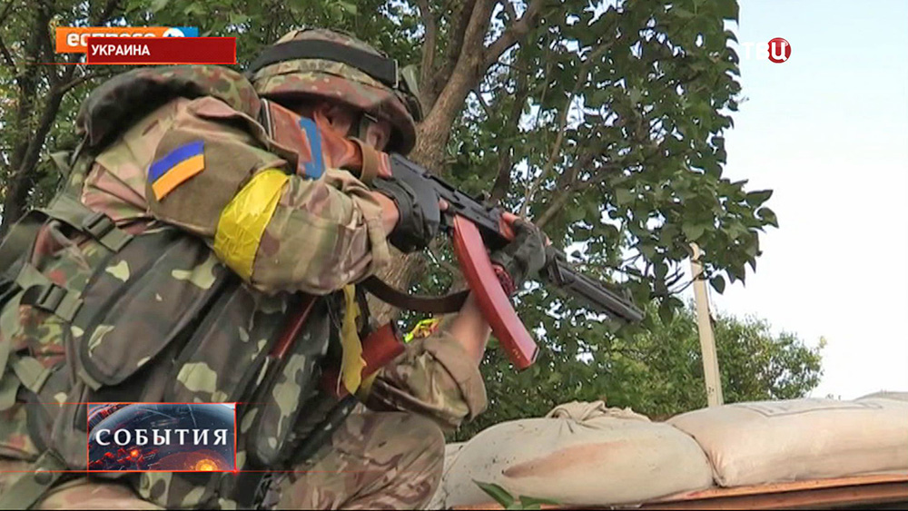 Бойцы Нацгвардии Украины ведут стрельбу