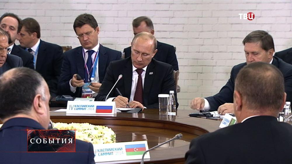 Президент России Владимир Путин на Каспийском саммите в Астрахани