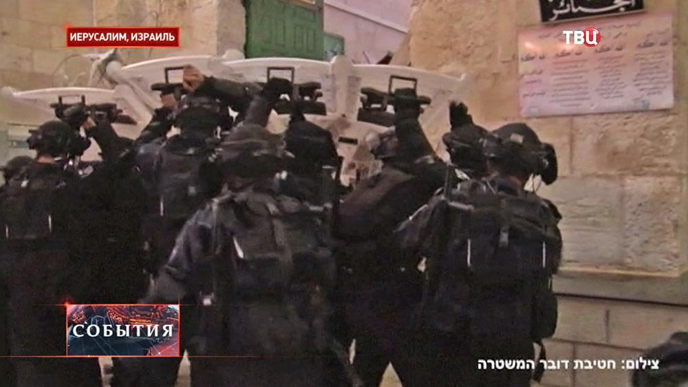Израильская полиция проводит штурм