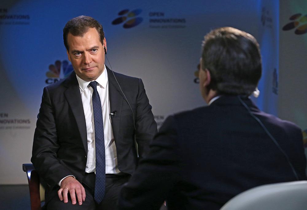 Премьер-министр РФ Д.Медведев дает интервью американскому телеканалу CNBS