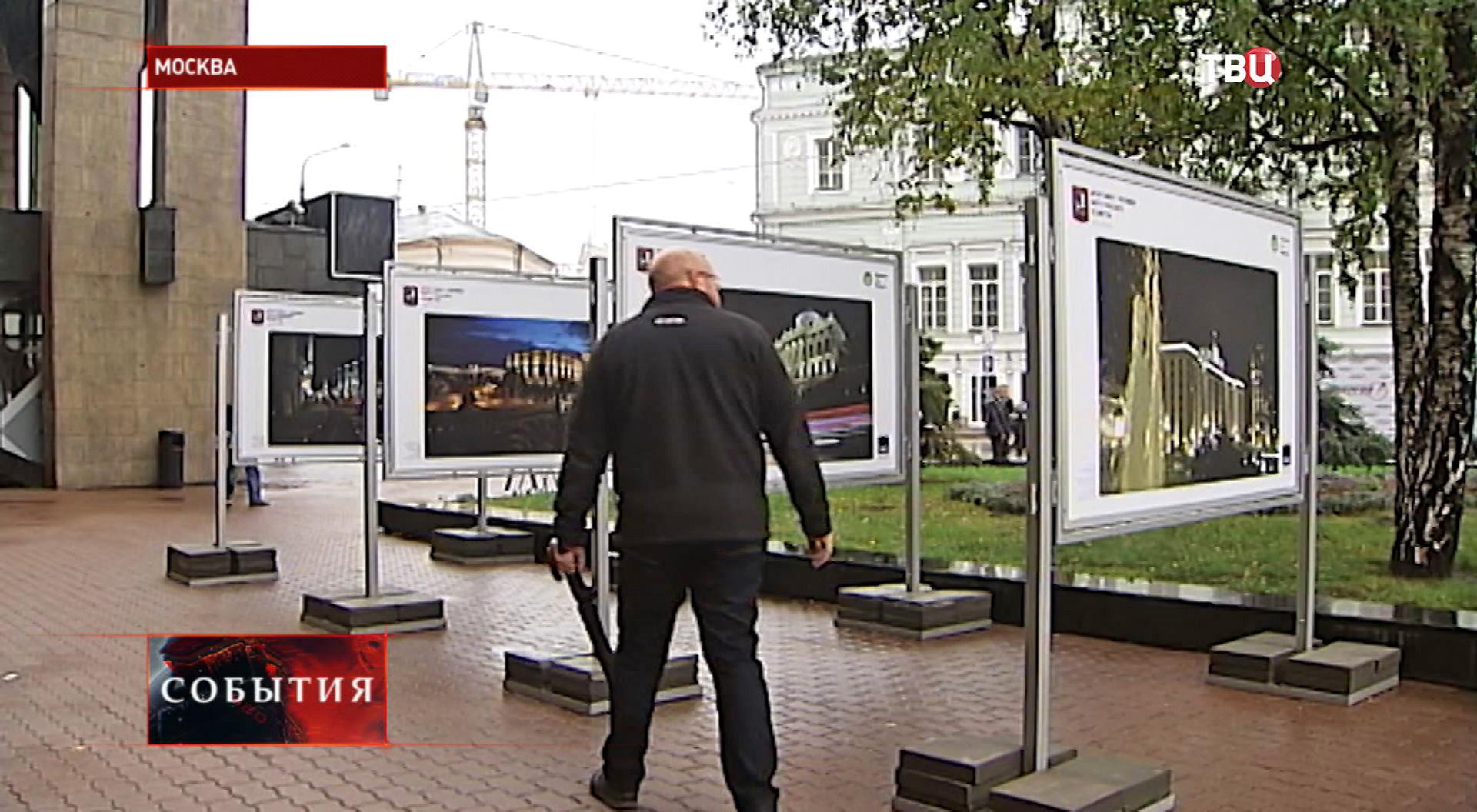 Выставка фотографий Москвы из космоса на Тверском бульваре