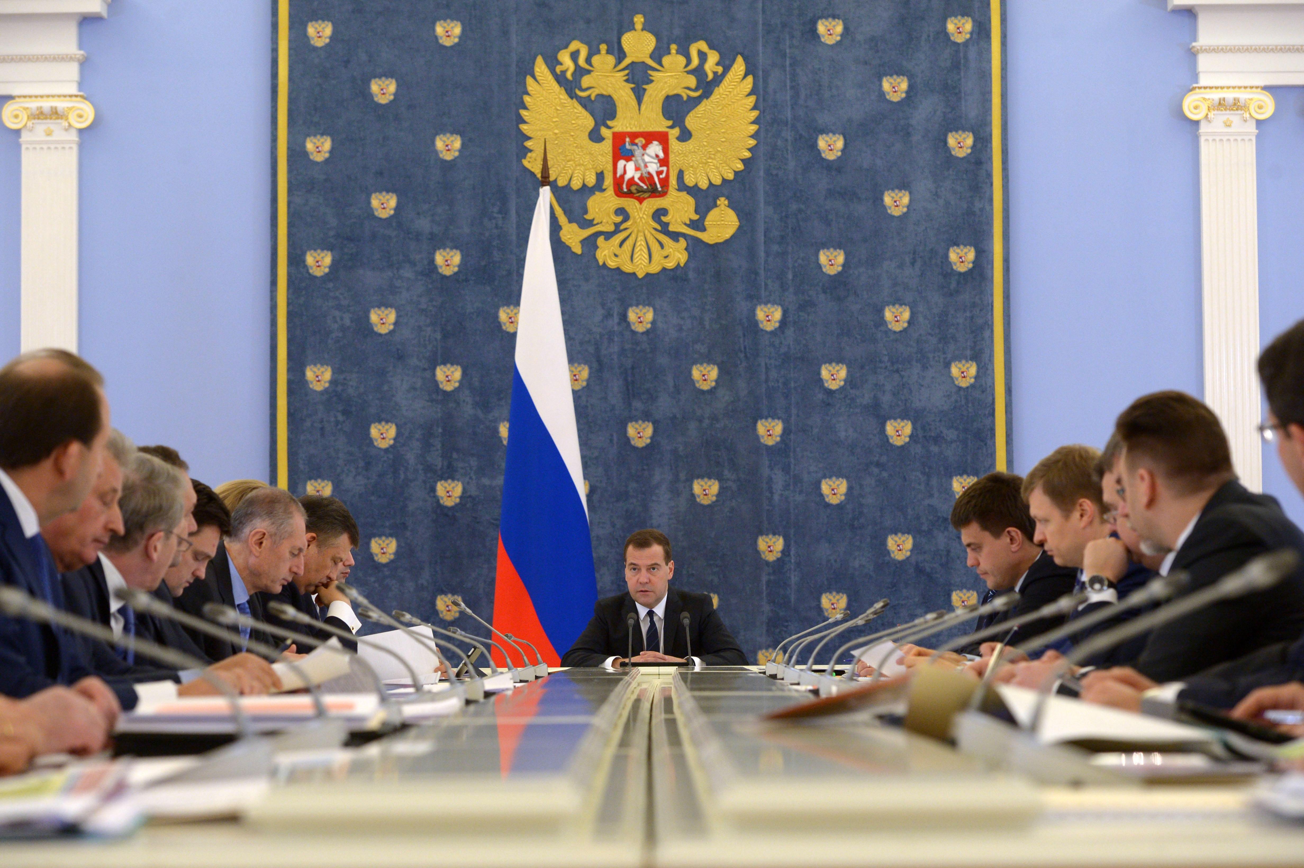 Премьер-министр РФ Дмитрий Медведев на селекторное совещание