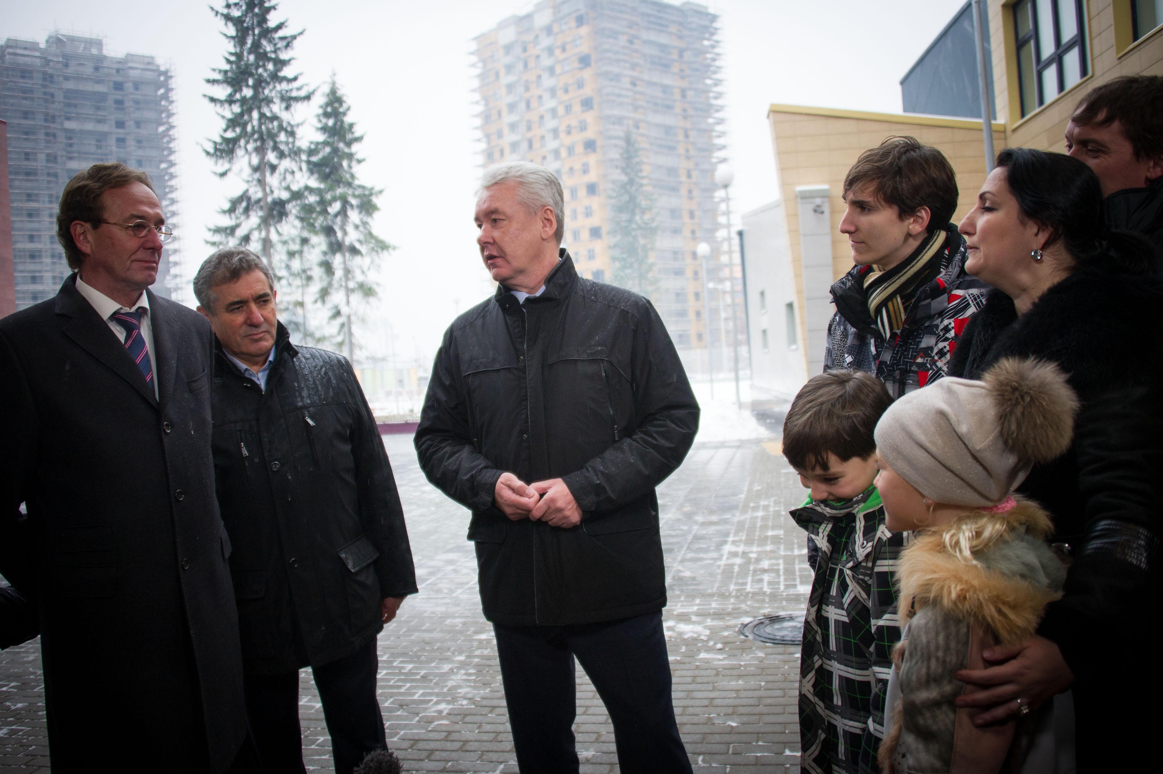 Сергей Собянин осматривает новую школу