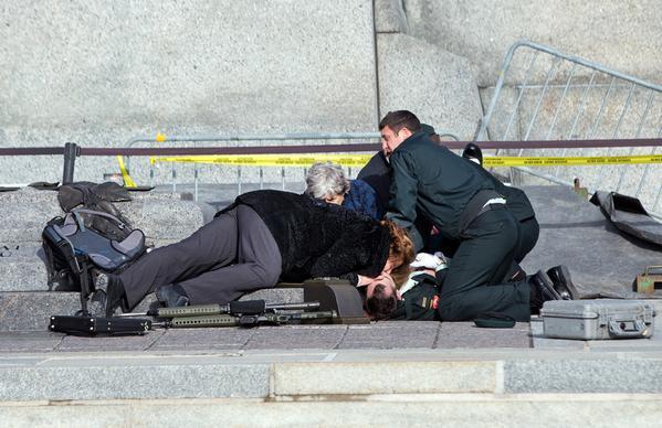 Получивший ранение в Оттаве солдат почетного караула