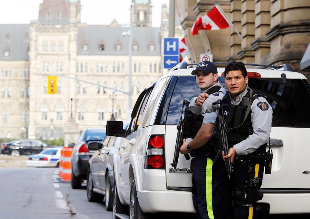 Канадские полицейские проводят спецоперацию