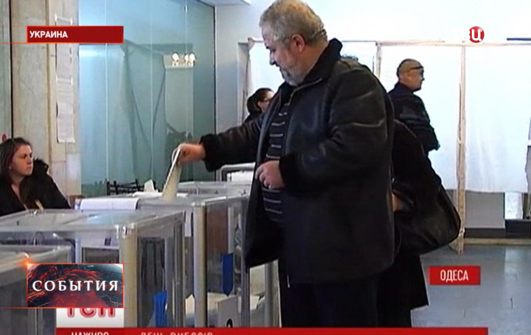 Во время голосования на выборах в Верховную Раду Украины на одном из избирательных участков