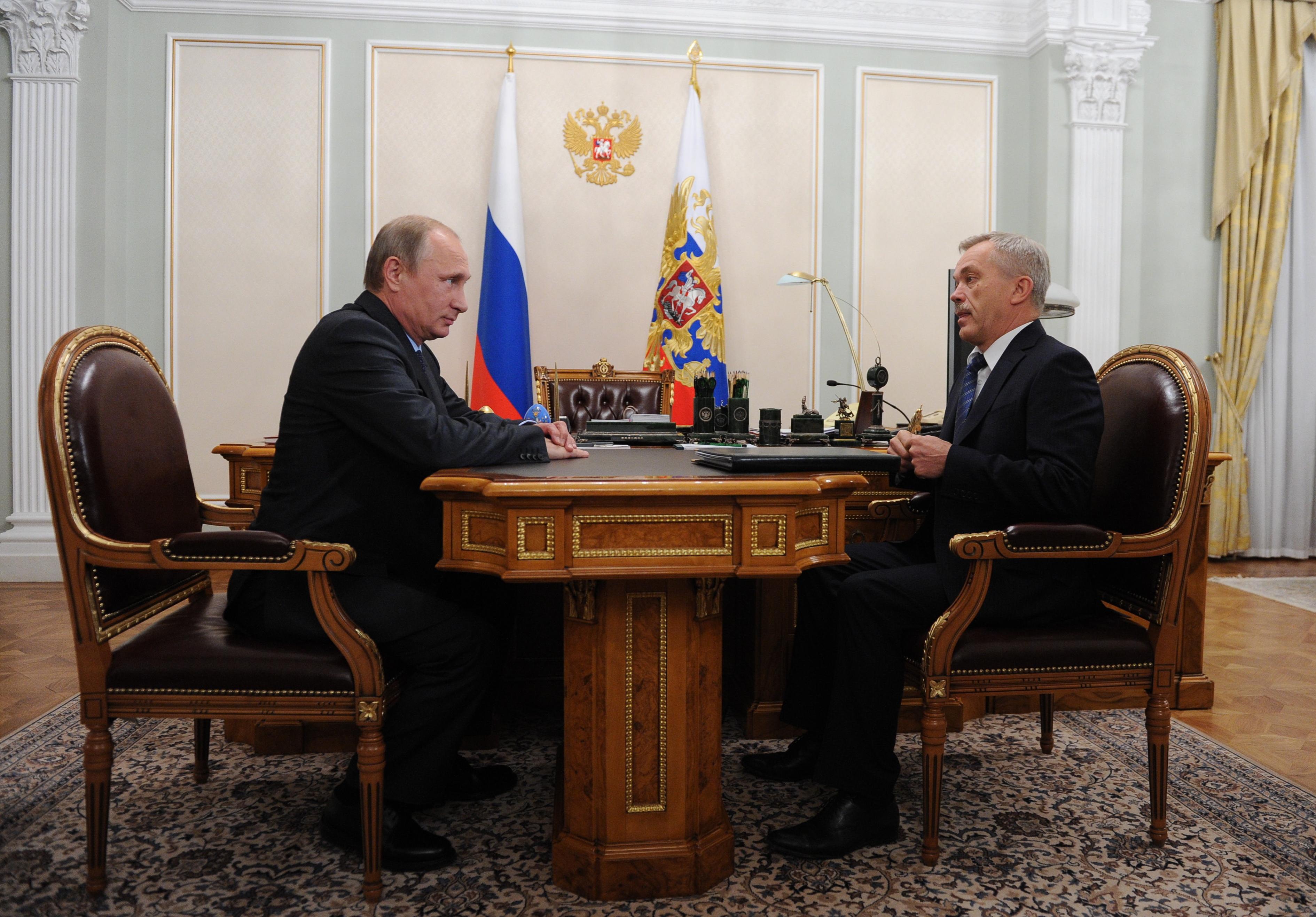 Президент РФ В.Путин на встречи с губернатором Белгородской области Е.Савченко