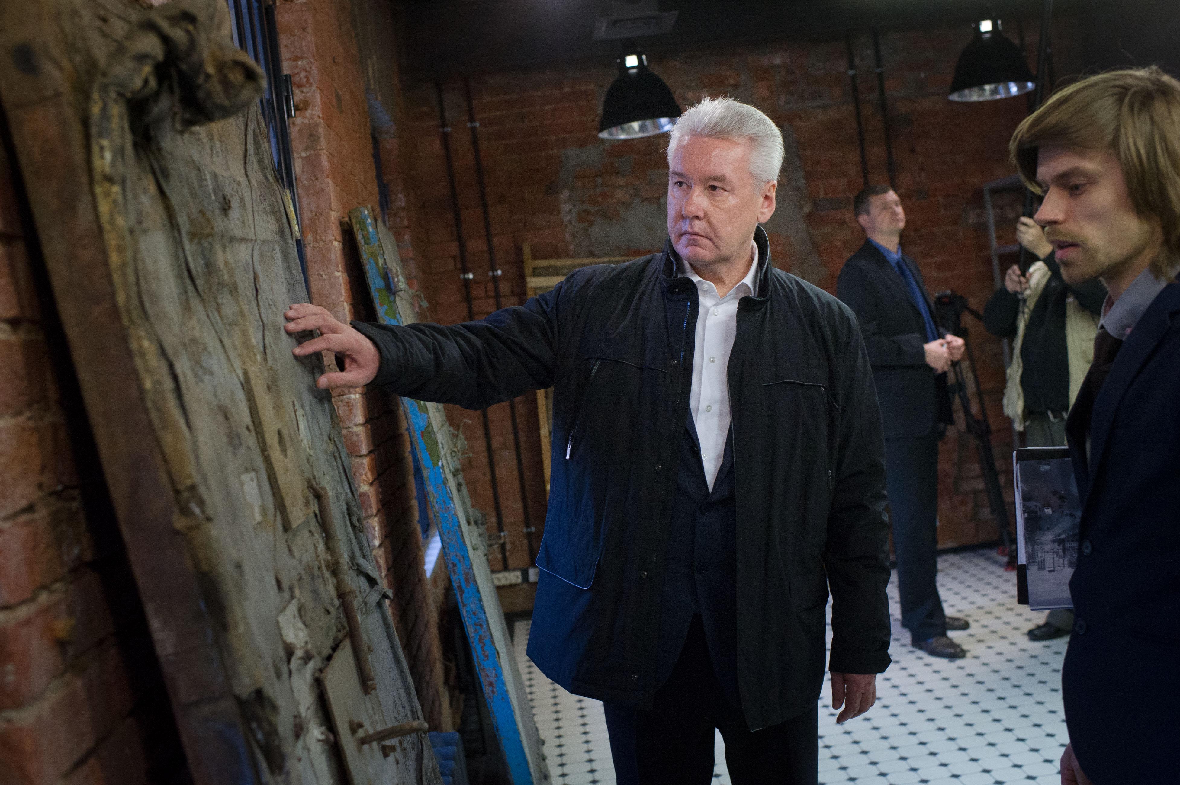 Сергей Собянин во время осмотра нового здания Музея истории ГУЛАГа