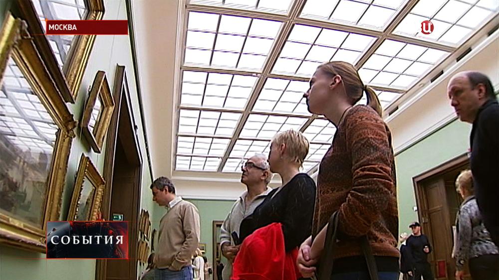Посетители Третьяковской галлереи