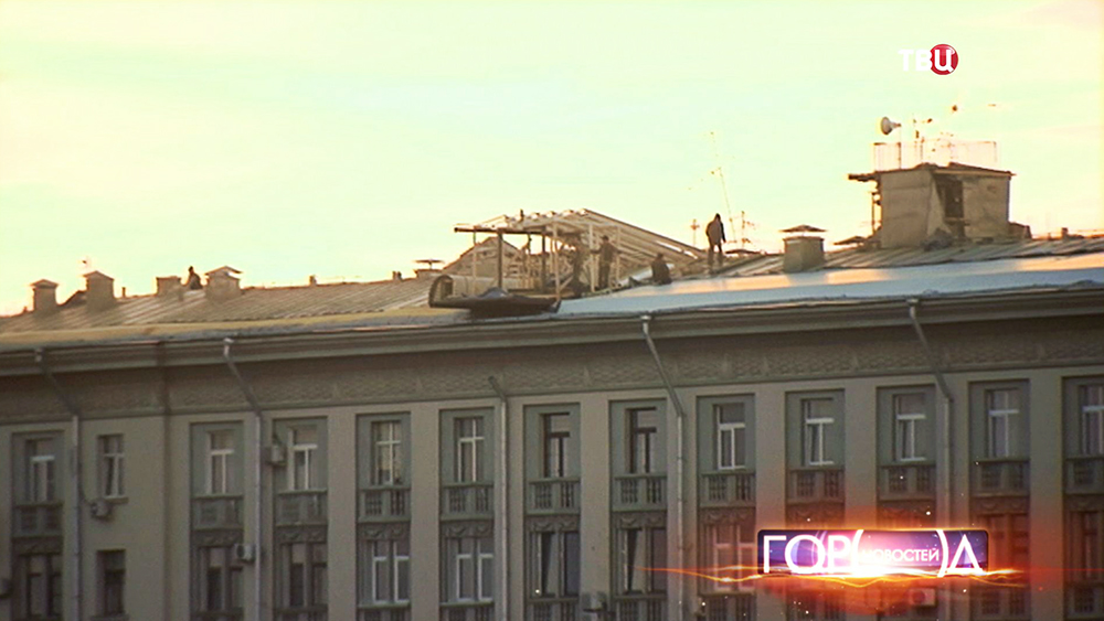 Самострой на крыше жилого дома на Фрунзенской набережной