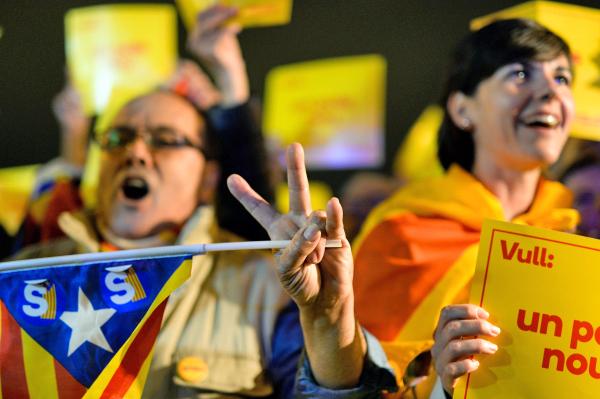 Участники митинга в поддержку независимости Каталонии