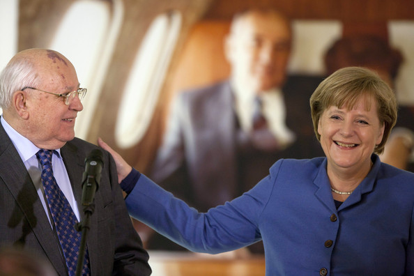 Экс-президент СССР Михаил Горбачев и канцлер Германии Ангела Меркель