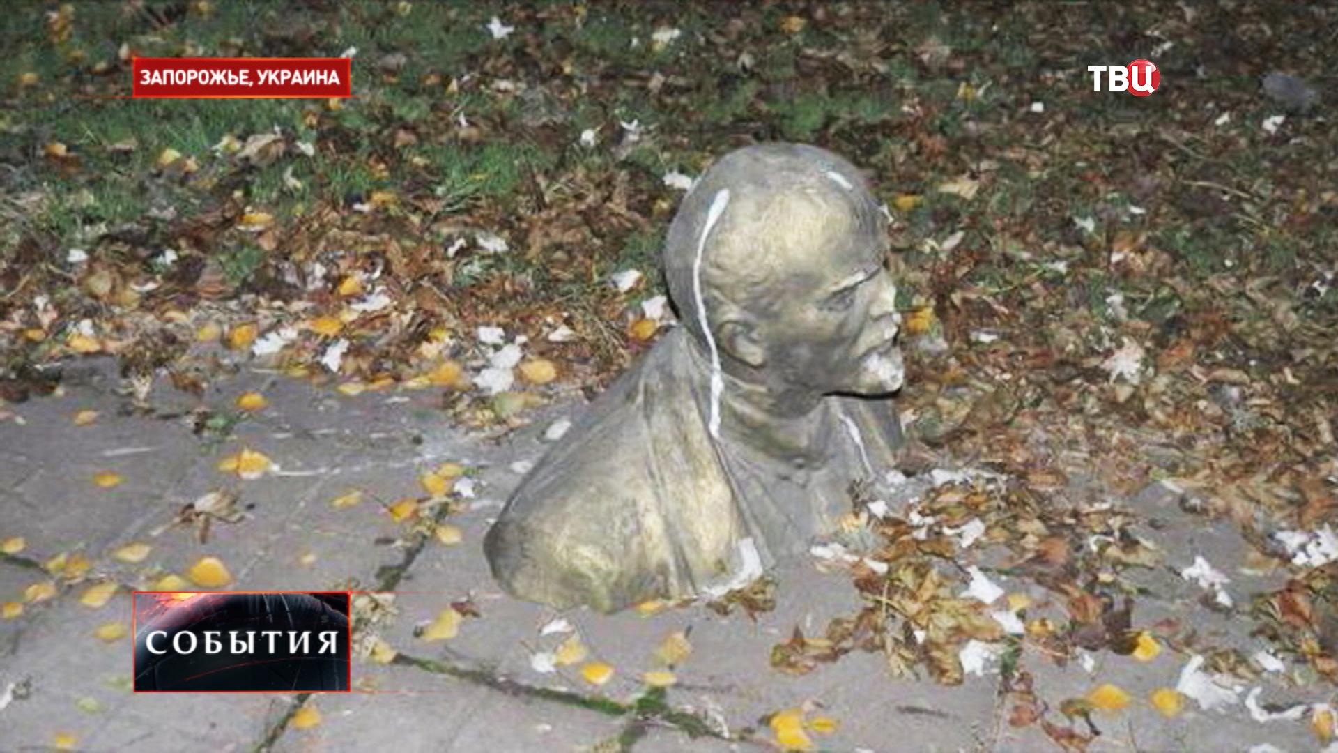 Разрушенный памятник Ленину