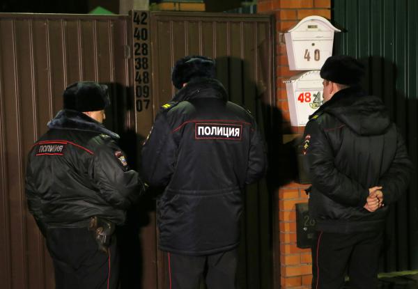 Сотрудники полиции в поселке Удельная Раменского района Подмосковья на месте задержания участников банды