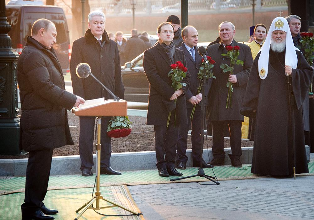 В Александровском саду прошла церемония открытия памятника императору Александру I