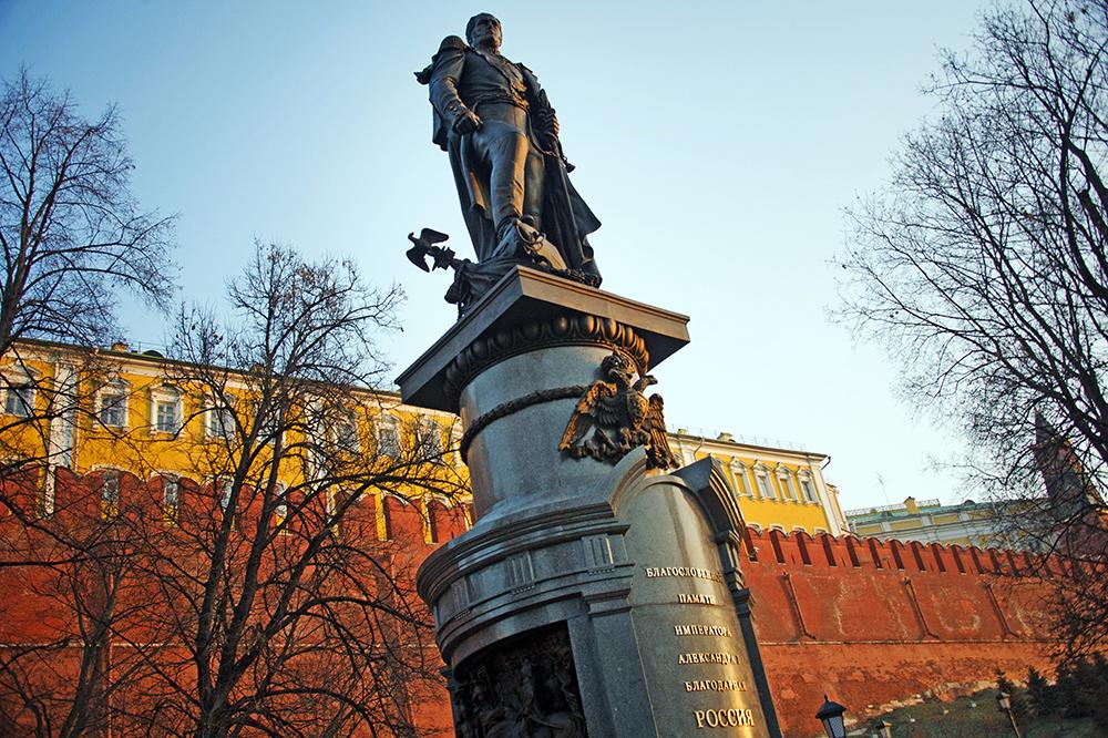 Памятник Александру I в Александровскому саду