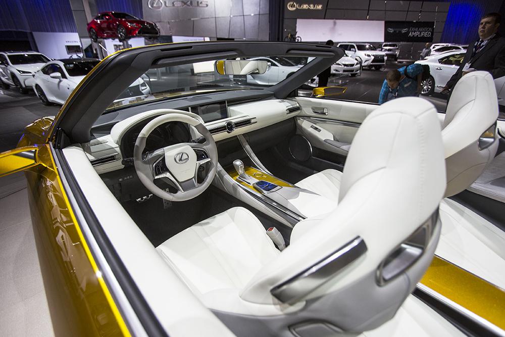 Lexus LF-C2 на автосалоне в Лос-Анджелесе
