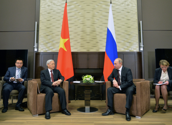 Президент России Владимир Путин и генеральный секретарь центрального комитета Коммунистической партии Вьетнама Нгуен Фу Чонг во время встречи