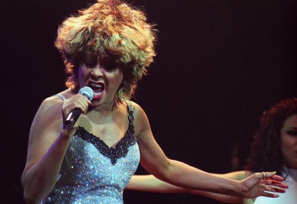 Тина Тернер выступает с сольным концертом в Государственном Кремлевском дворце, 5-6-ноября 1996 года