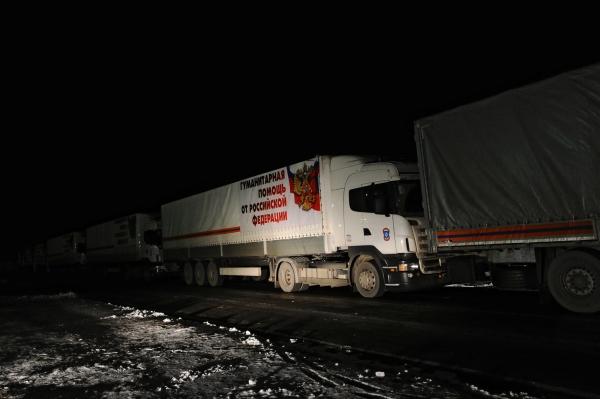 Грузовые автомобили с российской гуманитарной помощью для Донбасса в Ростовской области