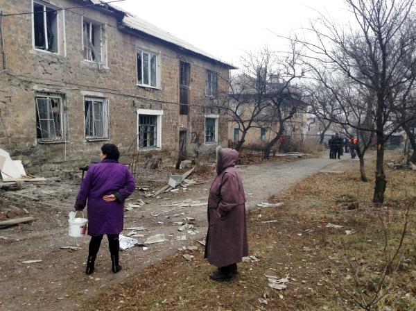 Последствия артобстрела жилых кварталов в Новороссии
