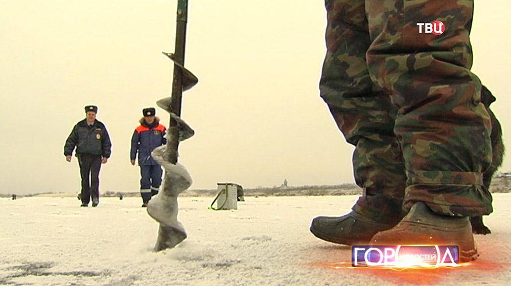 Инспекторы МЧС и полиции предостерегают любителей зимней рыбалки