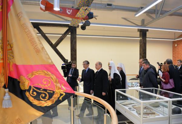 Президент России Владимир Путин во время посещения храма преподобного Сергия Радонежского