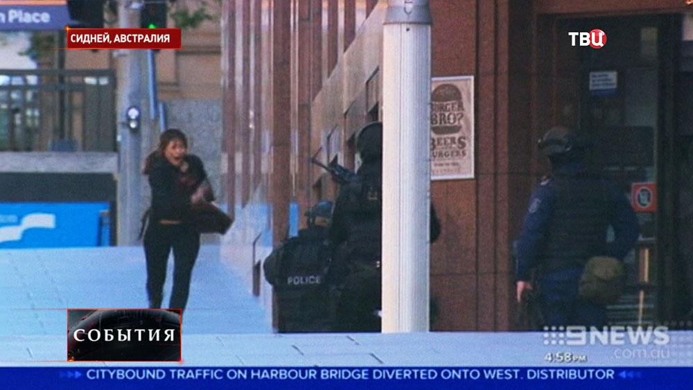 Полиция Сиднея встречает освободившихся заложников