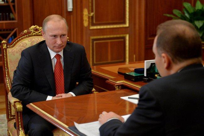 Президент России Владимир Путин провёл рабочую встречу с Министром строительства и жилищно-коммунального хозяйства Михаилом Менем