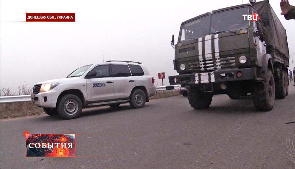 Наблюдатели ОБСЕ и машина украинских силовиков в Донецкой области
