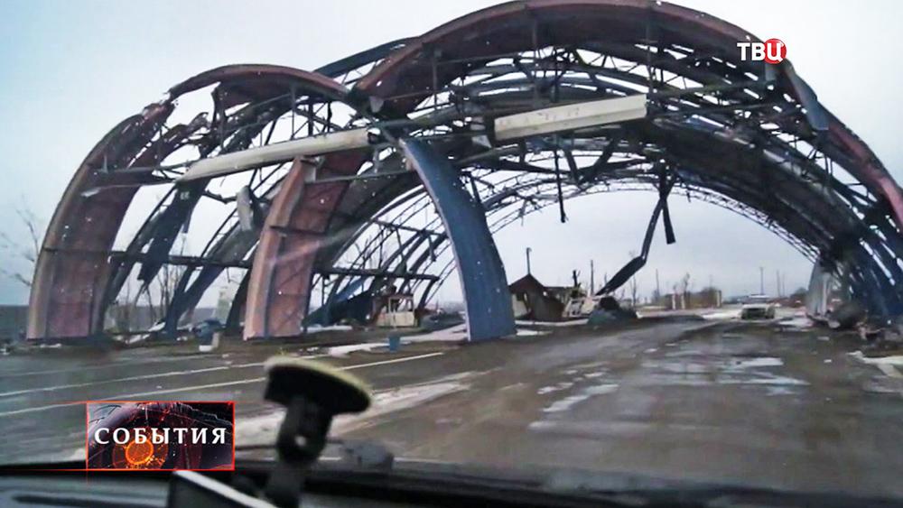 Разбитый таможенный терминал на украинско - российской границе