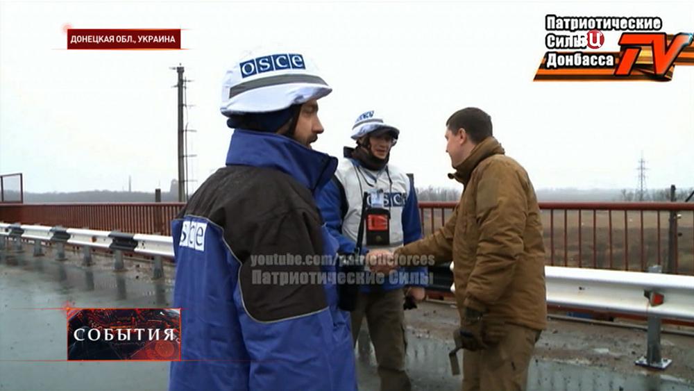 Народные ополченцы и наблюдатели ОБСЕ в Донецкой области