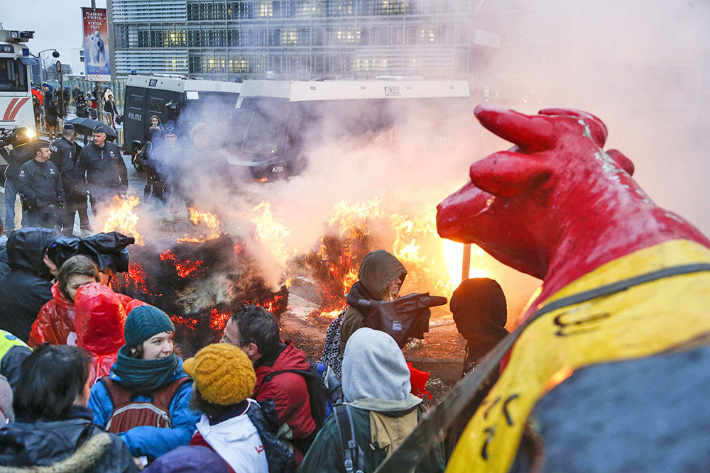 Акция протеста фермеров у здания Совета министров ЕС