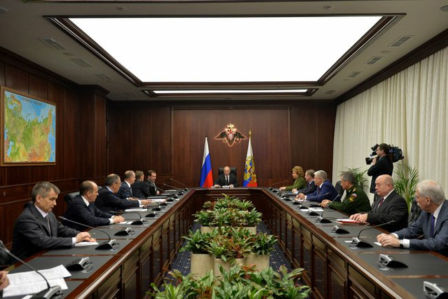 Владимир Путин провел оперативное совещание с постоянными членами Совета Безопасности