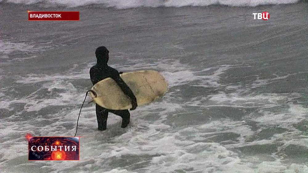 Зимние сёрферы во Владивостоке