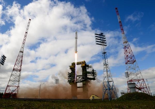 """Ракета космического назначения легкого класса """"Ангара-1.2ПП"""" во время старта на космодроме Плесецк"""