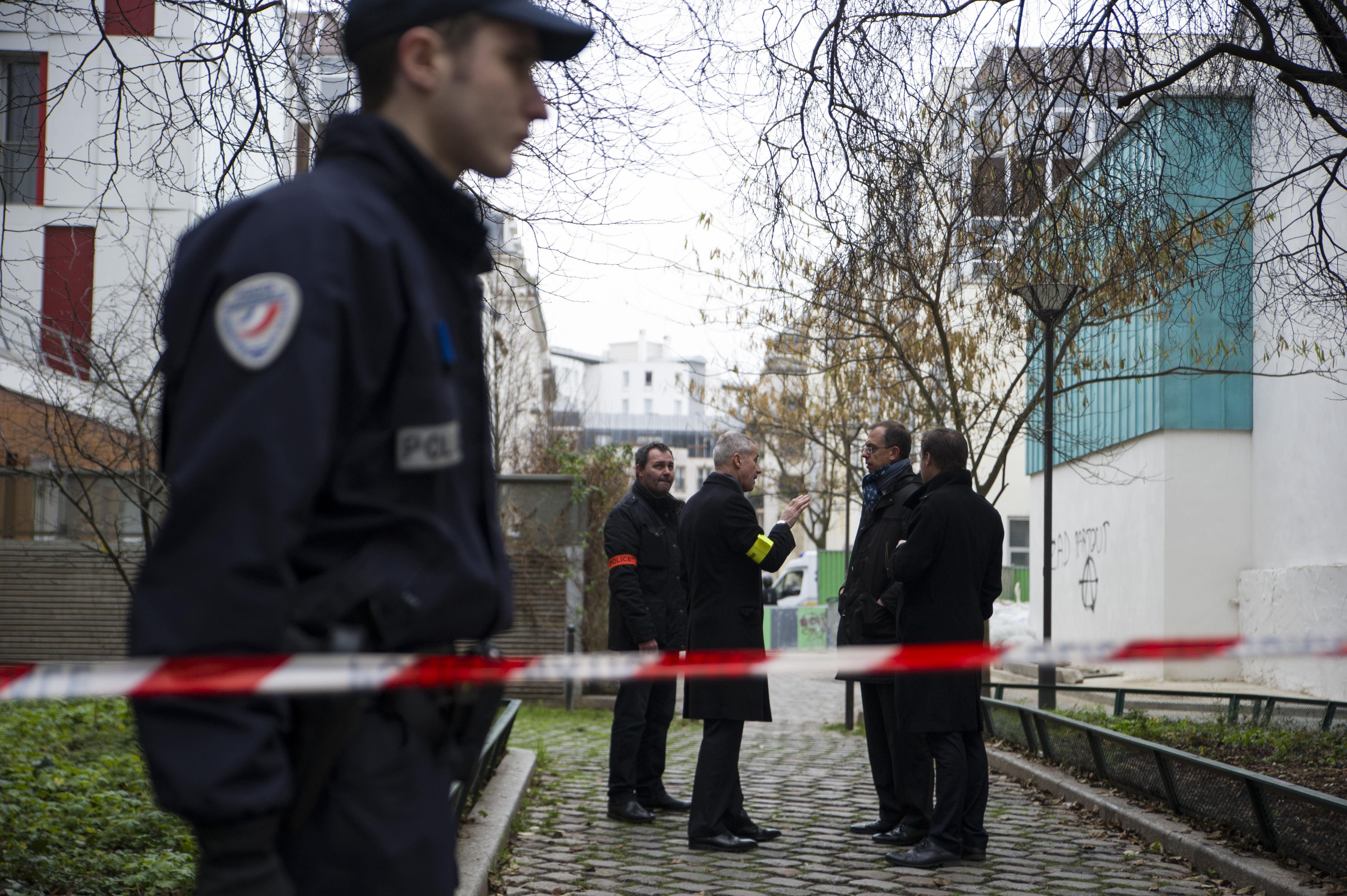 Полиция у здания редакции Charlie Hebdo