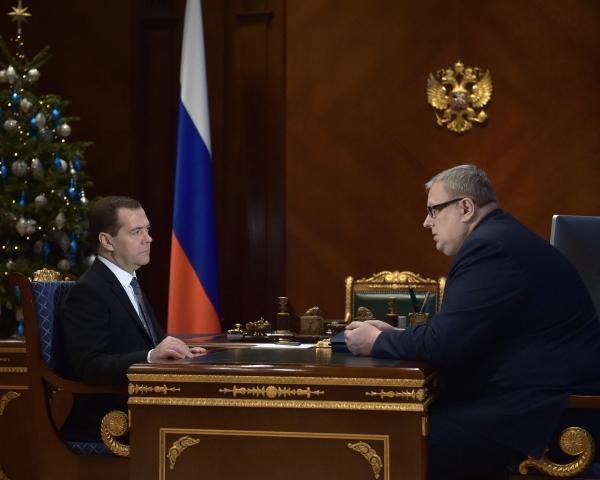 Председатель правительства РФ Дмитрий Медведев и директор Фонда содействия реформированию ЖКХ Константин Цицин