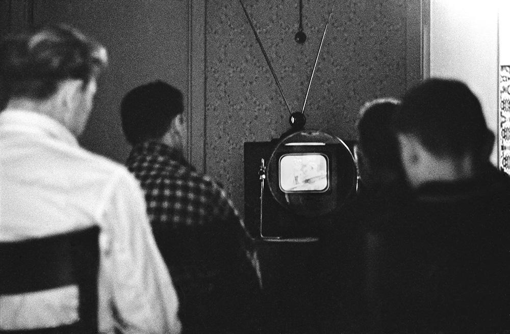 Телевизор КВН и увеличительная лупа