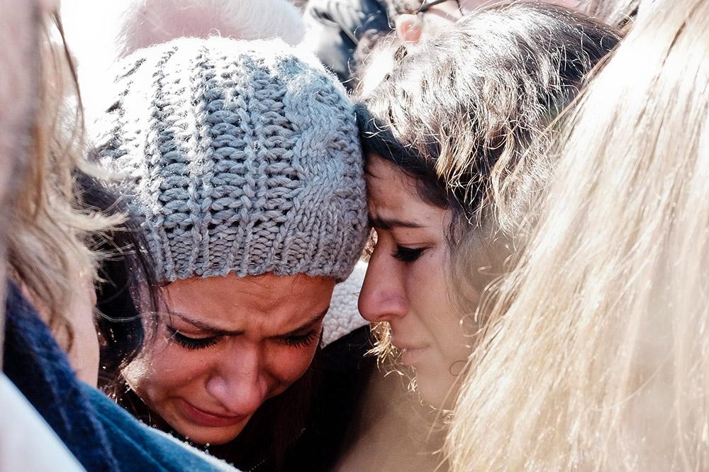 Траур по погибшим в теракте во Франции