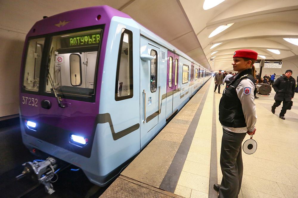 Новый состав метро