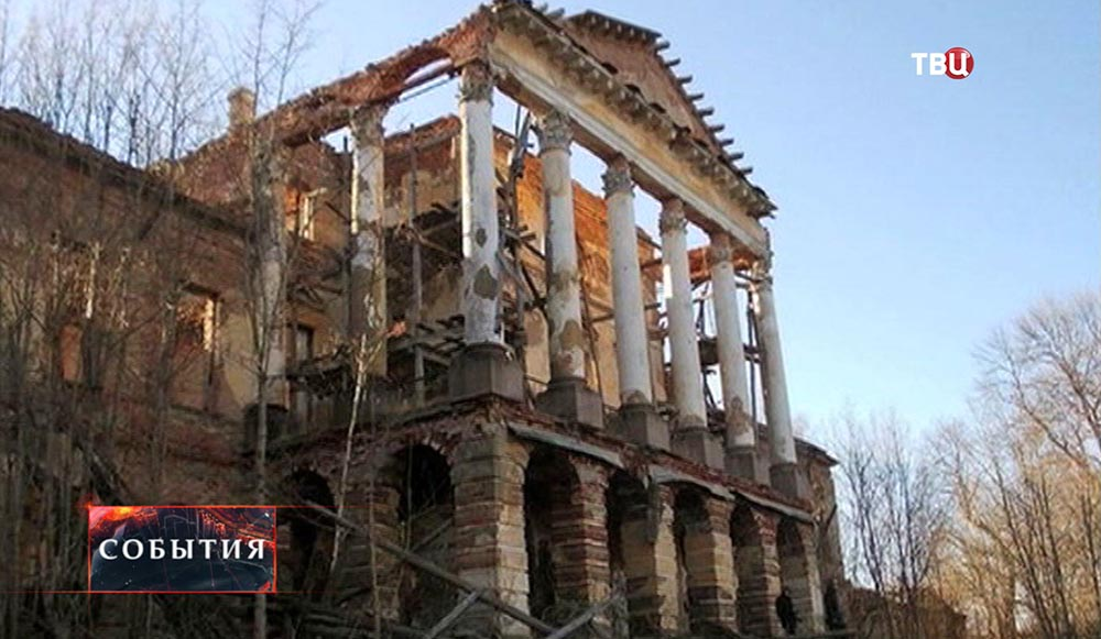 Руины Ропшинского дворца под Санкт-Петербургом