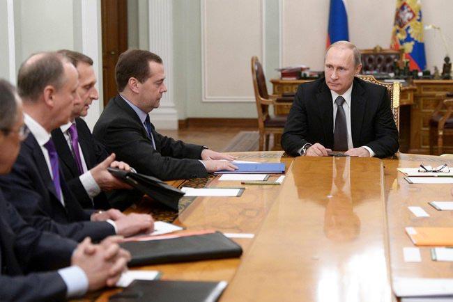 Владимир Путин провёл совещание с постоянными членами Совбеза России